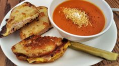 Grilled cheese with tomato soup – USA - This Is What Comfort Food Looks Like In 23 Different Countries