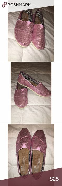 Pink Sparkly Toms 💕 Pink Sparkly Toms ✨ Only worn once!! Mark on the inside of the shoe is from the sticker when I bought them, pretty much brand new, but I don't have the box. Size: Y3.5 But I'm usually a women's 6 or 6 1/2 & they fit me! ✨Open To Offers✨ TOMS Shoes