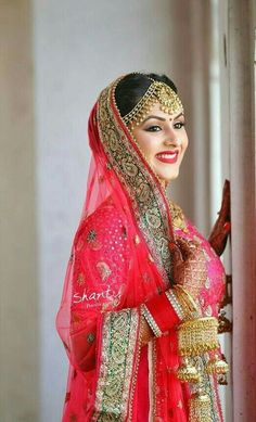 """Tips on """"How to pose for Indian bridal photo shoot"""", the tips mentioned here are apt for south as well as north-Indian brides. Indian Bride Poses, Indian Wedding Poses, Indian Bridal Photos, Indian Wedding Couple Photography, Indian Bridal Makeup, Bride Photography, Bridal Makeup Pics, Bridal Portrait Poses, Bridal Poses"""