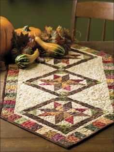 Autumn Stars Quilted Table Runner Pattern - I love this pattern! Table Runner And Placemats, Table Runner Pattern, Quilted Table Runners, Thanksgiving Table Runner, Place Mats Quilted, Autumn Table, Quilted Table Toppers, Ideas Hogar, Fall Quilts