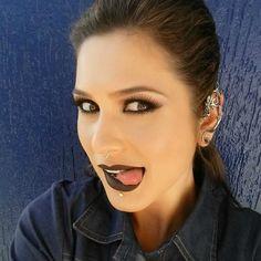 10 maquiagens da Lívia Andrade: batom preto + cílios postiços