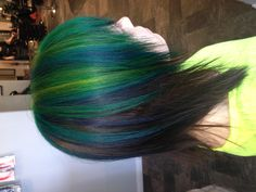 Peacock hair I am so getting this done!! My family wont like this choice of mine, but oh well, its my life, my choice!! <3 :D