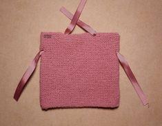 CASTILLO DE LANA- GORROS SENCILLOS BEBÉ Crochet Kids Hats, Baby Hats Knitting, Knitting For Kids, Baby Knitting Patterns, Crochet Baby, Knit Crochet, Knitted Booties, Knitted Hats, Bebe Baby