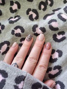 Uv Gel Nails, Diy Nails, Cute Nails, Cheetah Nails, Polka Dot Nails, Mani Pedi, Manicure, Short Nails Art, Dipped Nails