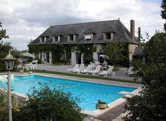 St Aubin de Luigne, Gîte de vacances avec 7 chambres pour 25 personnes. Réservez la location 1150641 avec Abritel. GÎTE PRESTIGIEUX AVEC PISCINE CHAUFFEE, COURT DE TENNIS, SALLE JEUX BILLARD