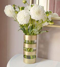 Cute vase makeover w/gold metallic rustoleum Gold Diy, Diy Crafts For Home Decor, Diy Crafts For Kids, Bottle Art, Bottle Crafts, Vases Decor, Vase Decorations, Diy Projects, Backyard Sheds