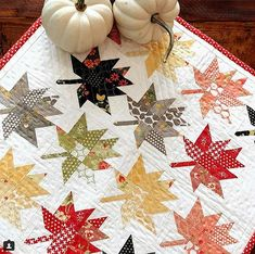 Charm Squares Create a Lovely Little Quilt Maple Charm Mini Quilt Pattern Charm Pack Quilts, Charm Quilt, Quilt Festival, Vintage Star, Charm Square Quilt, Blog Art, Mini Quilt Patterns, Holiday Quilt Patterns, Halloween Quilt Patterns