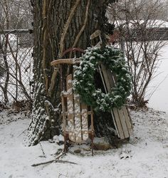 Simple all-winter outdoor decoration. Love the sleds and wreath. Christmas Sled, Primitive Christmas, Country Christmas, Winter Christmas, Winter Holidays, Christmas Wreaths, Christmas Ideas, Christmas Garden, Woodland Christmas