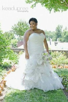 Curvy bride. Big beautiful woman. Plus size. Wedding gown