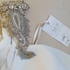 Pequeñas joyas 💎 de @lavetis.es. #lavetis #lavetisnovias #vestidosdenovia #weddingdresses #hautecouture #altacostura #novias2017 #detalles #brides #vintage #atelier #barcelona #noviasdiferentes #style #catalunya