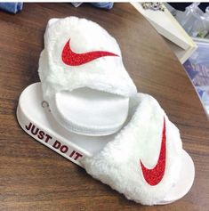 Stunning Slides Shoes from 30 of the Awesome Slides Shoes collection is the most trending shoes fashion this winter. This Awesome Slides Shoes look was carefully discovered by our shoes designers… Nike Sandals, Nike Air Shoes, Jordan Shoes Girls, Girls Shoes, Shoes Women, Ladies Shoes, Cute Slides, Nike Slippers, Nike Socks