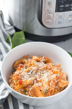 Healthy Instant Pot Baked Ziti for the 21 Day Fix whenever you are craving a bowl of warm and cheesy comfort food! Packed with protein and veggies, this Healthy Baked Ziti is gluten-free with a dairy free option, as well! 21 Day Fix Baked Ziti Sin Gluten, Gluten Free, Dairy Free, Lactose Free, Trader Joe's, Healthy Casserole Recipes, Healthy Recipes, Free Recipes, Crockpot Recipes