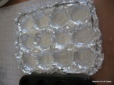 How to transport Cupcakes - use foil, mold onto back of cupcake tin, remove, put in box or tray. Genius!! - Veena's Art of Cakes