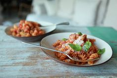 CLASSIC TOMATO PASTA SAUCE POSTED BY: EMI CHIAPPA | 25.06.13