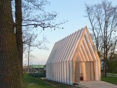 Temporäre Bauten mit verschiedenen Nutzungsmöglichkeiten spielen eine immer größere Rolle in der Architektur - mobile Kirchen sind...