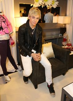 ross lynch 2013 | Ross Lynch Photos - Minnie Gifting Lounge At The 2013 Radio Disney ...