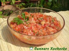 Scharfe Mexikanische Salsa mit Tomaten und Koriander