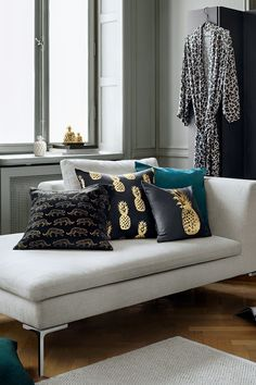 Enhance your interior style with rich textures, golden accents and wild animal prints. | H&M Home