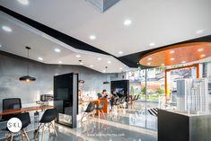 Sala de ventas para promoción inmobiliaria en Barranco, Diseño: SXL Arquitectos, Lima - Perú. Cliente: Inmobiliaria Edifica. Showroom, Conference Room, Cas, Closets, Connect, Table, Furniture, Home Decor, Studio Apartment Design
