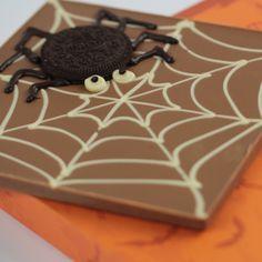 Pyszna mleczna pajęczyna z chrupiącym pająkiem Oreo  #chocolate #halloween