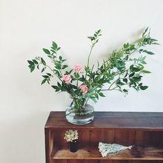可憐なピンクのバラも、躍動感のあるグリーンを合わせればこんなにボリュームアップ♪放射線状になったシルエットが素敵です。