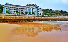 el Chiqui reflejado en la playa del Sardinero. Santander