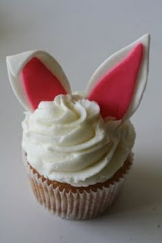 <3 Easter Bunny Cupcakes