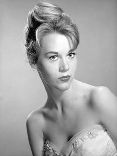 1950s Hairstyles for Women: Bouffant and Beehive Cut