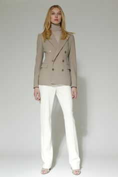 Ralph Lauren Pre-Fall 2016 Classics can be beautiful. The cut of this blazer makes it so much more flattering than the usual boxy double breasted coats.