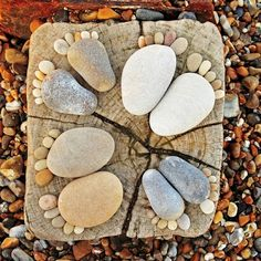 More rock feet! I love rock feet! Rock Feet, Art Pierre, Deco Nature, Art Nature, Nature Photos, Arts And Crafts, Diy Crafts, Rock Crafts, Nature Crafts