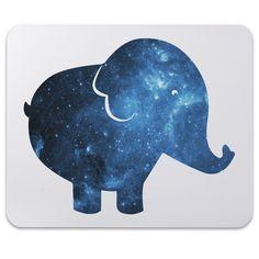 Mauspad Druck Elefant aus Naturkautschuk  black - Das Original von Mr. & Mrs. Panda.  Ein wunderschönes Mouse Pad der Marke Mr. & Mrs. Panda. Alle Motive werden liebevoll gestaltet und in unserer Manufaktur in Norddeutschland per Hand auf die Mouse Pads aufgebracht.    Über unser Motiv Elefant  Dickhäuter kommen neben dem Zoo in freier Wildbahn in der Savanne vor und sind die größten lebenden Landtiere. In Afrika und Asien ist der Elefant heimisch. Die Rüsseltiere sind friedlich und sehr…
