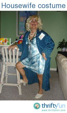 Halloween is fast approaching! Here are some easy and inexpensive Halloween costumes for adults and children alike, using sweat suits and stuff you have laying around the house. Quick N Easy Halloween Costumes, Unique Couple Halloween Costumes, Pop Culture Halloween Costume, Halloween Halloween, Housewife Costume, Maquillage Halloween, Suits, Children, Money