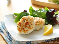 Fiskekaker, Norwegian Fish Cakes (Makes about 6 fish cakes)  You will need: 1 lb white fish fillets (such as cod or haddock) 1/2 tsp salt 1/8 tsp pepper 1/8 tsp ground nutmeg 1 egg white 1 1/2 tbsp corn starch 1/2 to 1 cup ice-cold milk, more if needed 1 tbsp finely chopped chives (optional) 1-2 tbsp canola oil for frying