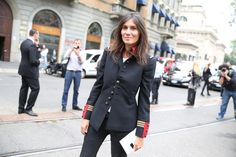 La rédactrice en chef de Vogue Paris, Emmanuelle Alt en veste Ralph Lauren http://www.vogue.fr/defiles/street-looks/diaporama/street-looks-a-la-fashion-week-printemps-ete-2014-de-milan-jour-1/15295/image/839583#!la-redactrice-en-chef-de-vogue-paris-emmanuelle-alt-en-veste-ralph-lauren
