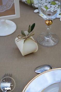 Wedding Reception Favors, Creative Wedding Favors, Wedding Ceremony Decorations, Wedding Bouquets, Wedding Gifts, Rustic Wedding Details, Luau Decorations, Candy Crafts, Wedding Designs