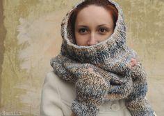 Chunky knit infinity cowl Oversized knit scarf Blue by Nastiin
