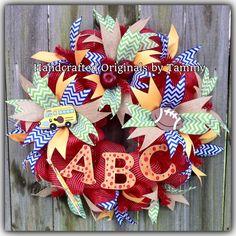 Teacher Wreaths, 4th Of July Wreath, Teacher Gifts, School Ideas, Back To School, Christmas Wreaths, Facebook, Holiday Decor, Crafts