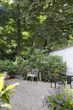 ZOMERGROEN. Groen zonder gras - De Standaard Small Gardens, Outdoor Gardens, Fresco, Vertical Farming, Outside Patio, Small Garden Design, Hydroponic Gardening, Shade Garden, Garden Projects