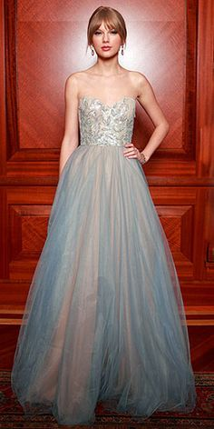I would love to wear a gown like this one day!!!