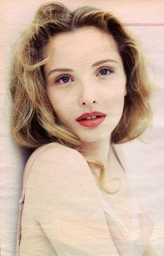 Julie Delpy (born 21 December is a French-American actress director scre 2020 Hair Trends actress born December Delpy director FrenchAmerican Julie scre Julie Delpy, Photography Movies, Portrait Photography, French Actress, American Actress, Divas, Star Francaise, French Women Style, Fashion Photography Inspiration