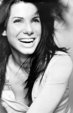 Sandra Bullock- beautiful and soo talented! Sandra Bullock, Pretty People, Beautiful People, Beautiful Women, Beautiful Person, Jesse James, Looks Black, Famous Faces, Mode Style