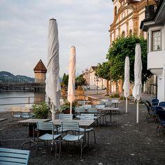 In The City of Lucerne . Photo aus der Lockdown Zeit #Corona . Aktuell ist das Restaurant geöffnet. .  #lucerne #lucerna #lucernecity #luzern #switzerland #swiss #lozärn #suisse #cityscape #mountains #travel #lucerne_switzerland #citywalkLucerne #MeinLuzern #MyLucerne #LakeLucerneRegion  #photosDieGeschichtenErzählen #nikonZ7 #inLOVEwithSWITZERLAND  #photography  #루체른 #스위스 瑞士盧森luzern 瑞士 #localphotographer #localphoto #Photoreportage Lucerne Switzerland, Photo Report, Local Photographers, Restaurant, Mountains, City, Photos, Photography, Travel