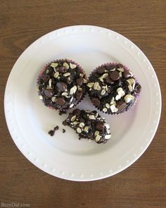 Healthy Chocolate Oatmeal Muffins - This Healthy Oatmeal Muffins Recipe contains No Flour, No Sugar, and No Oil but it produces moist delicious muffins the whole family will love. Perfect for a quick healthy breakfast, or breakfast to-go. Also great as snacks. Cocoa & a few chocolate chips give them irresistibly chcolate flavor. Recipe from Bren Did