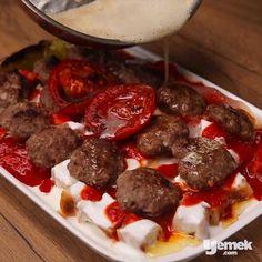 """2,675 Beğenme, 33 Yorum - Instagram'da Yemek.com (@yemekcom): """"Bu akşam yemeğe Eskişehir'den misafir var!😉Misler gibi pideler enfes bir sos ve nefis köftelerle…"""""""