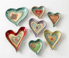 ABruxinhaCoisasGirasdaCarmita: Pratos em cerâmica (coração)