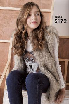 Tu niña se verá súper trendy con este outfit.   Chaleco - $399 Blusa - $179 Jeans - $349