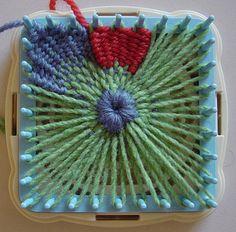 Flower Looms: Woven Flowers on Various Sized & Shaped Looms – a Mini Gallery, - Herzlich willkommen Spool Knitting, Loom Knitting Projects, Loom Knitting Patterns, Weaving Projects, Weaving Patterns, Loom Flowers, Knitted Flowers, Fabric Flowers, Ribbon Flower
