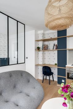Art student's studio apartment went from shabby to chic - Home office Home Office, Tiny Studio Apartments, Laminate Cabinets, Small House Decorating, Decorating Tips, White Laminate, Workspace Design, Comfortable Sofa, Logs