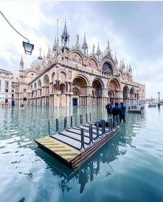 Besides Rome, Italy has many other famous tourist cities, one of which is Venice (Venezia in Italian). If you go to Italy, surely Venice is one of the. Visit Venice, Italy Landscape, Travel Illustration, Travel Aesthetic, Venice Italy, Rome Italy, Travel Abroad, Italy Travel, Travel Pictures