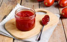 La confettura di pomodori è una conserva fatta in casa, ideale per preparare antipasti sfiziosi e bruschette. Scopri la nostra ricetta!